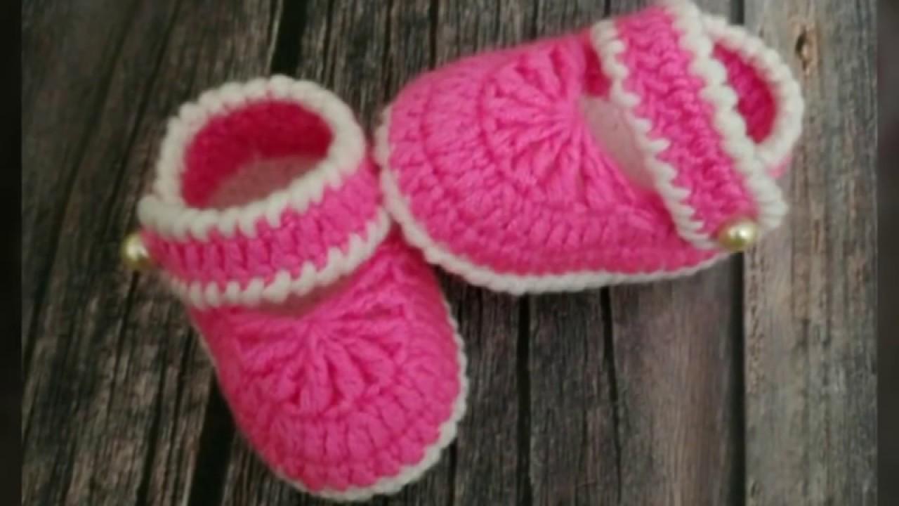 Sapatinho de Crochê Rosa e Branco com Pérola