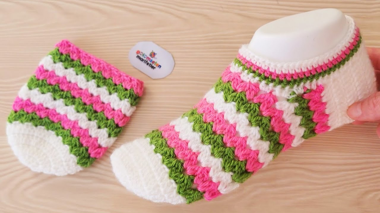 Sapato em Tricô Rosa e Verde Listrado