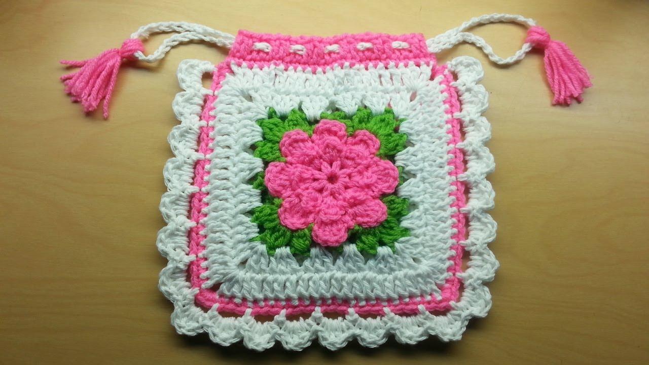Square de Crochê Branco e Rosa com Flor