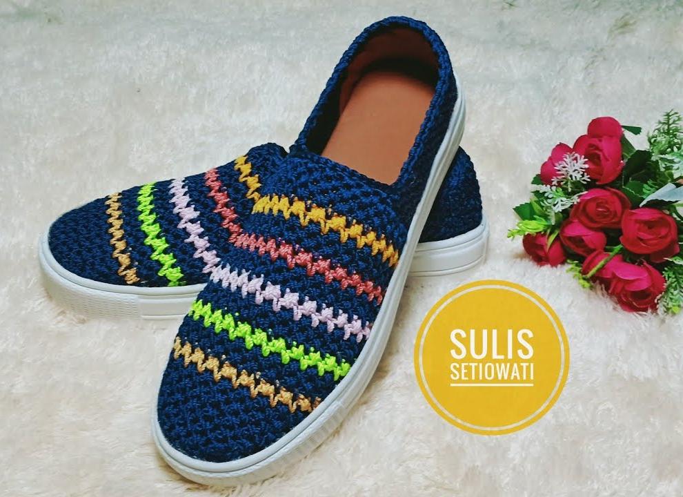 Sapato de Crochê Azul Marinho com Listras