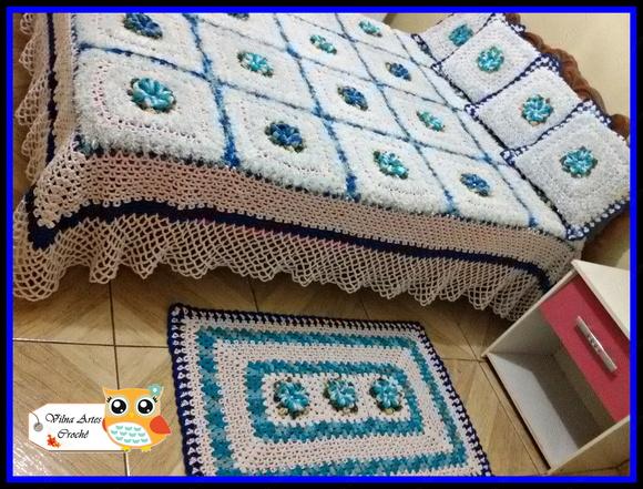 Colcha de Crochê com Flor Azul